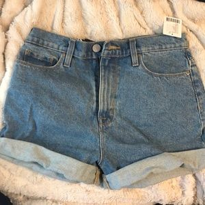 Mom high rise denim shorts.